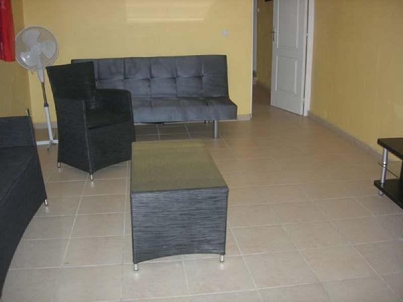 Rental apartment Ste anne 580€ +CH - Picture 3