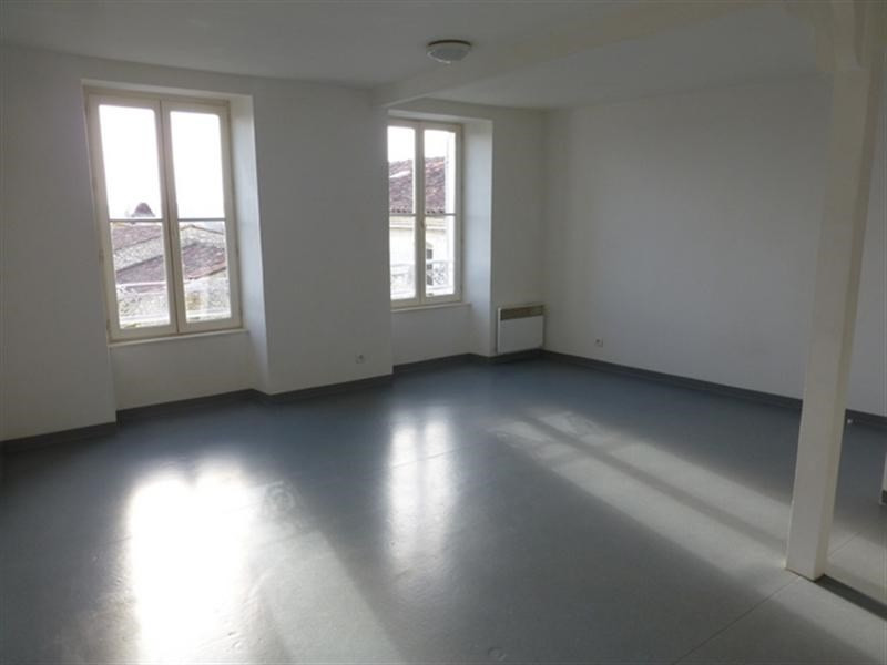 Rental apartment Saint-jean-d'angély 220€ CC - Picture 3