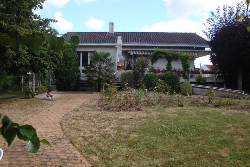 Sale house / villa Cholet 253000€ - Picture 1