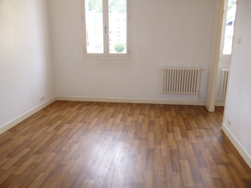 Location appartement Vals-les-bains 456€ CC - Photo 1