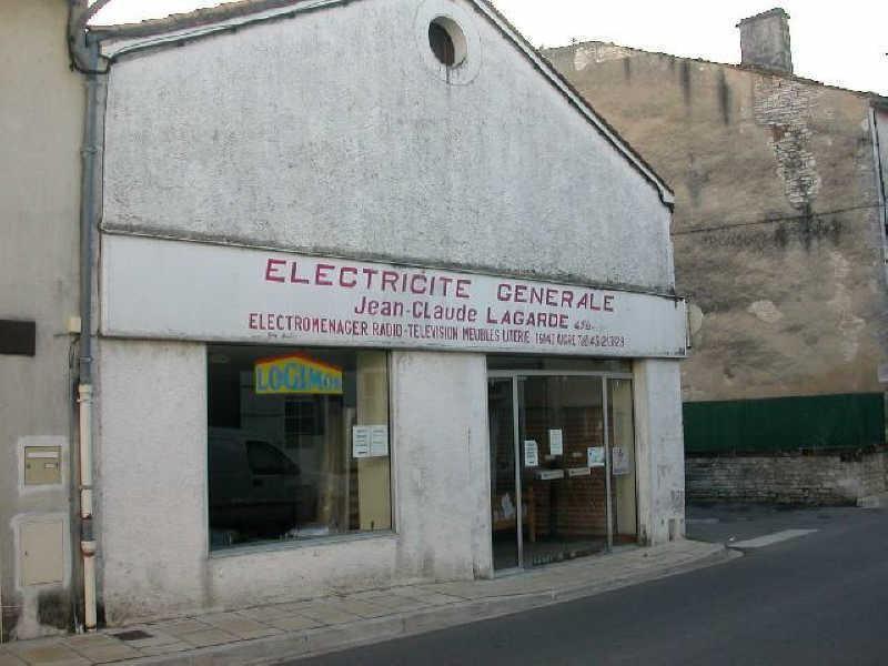 Sale shop Aigre 100000€ - Picture 1