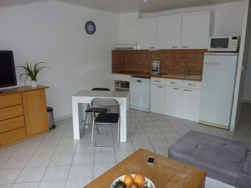 Location appartement Gemenos 765€ CC - Photo 2