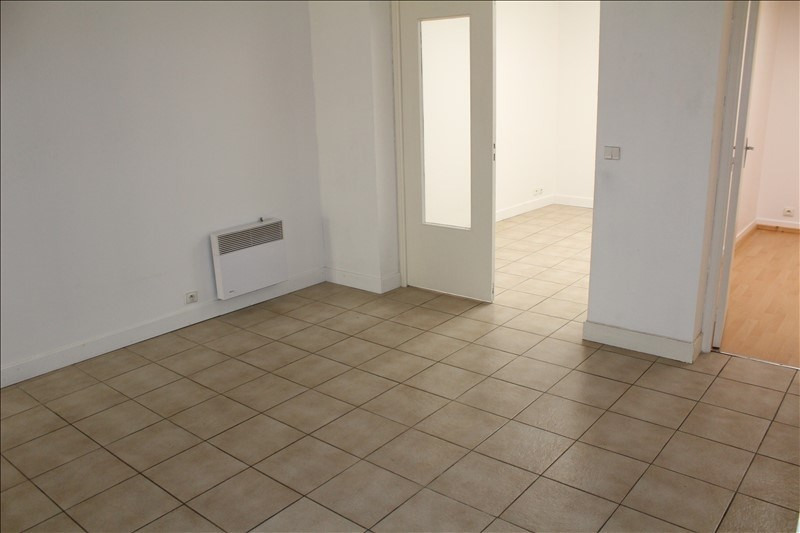 Rental apartment Auxerre 380€ CC - Picture 2