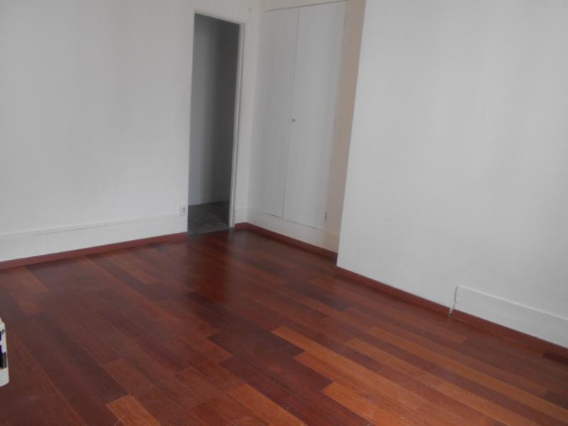 Location appartement Paris 10ème 1150€ CC - Photo 2