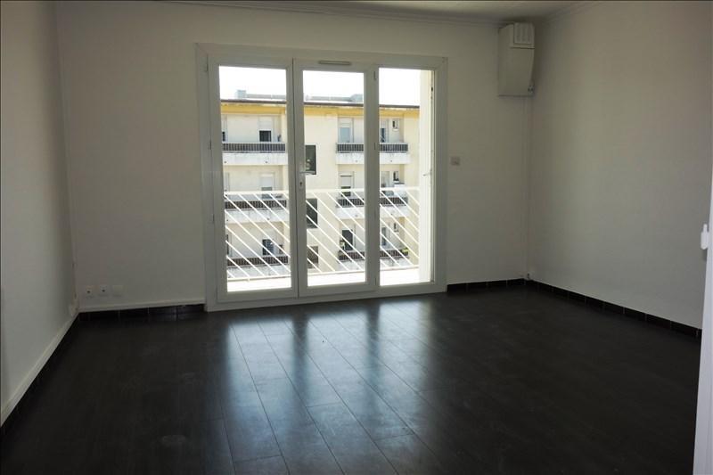 Location appartement La crau 628€ CC - Photo 1