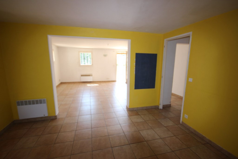 Rental house / villa Lambesc 800€ CC - Picture 3