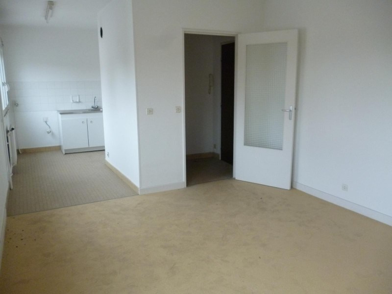Location appartement Le coteau 310€ CC - Photo 1