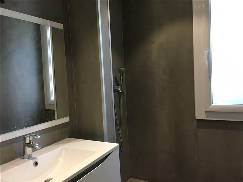 Sale apartment Charbonnieres les bains 182000€ - Picture 2