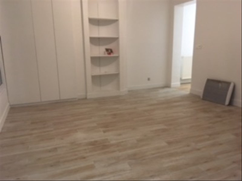 Rental apartment Paris 11ème 2 200€ CC - Picture 2