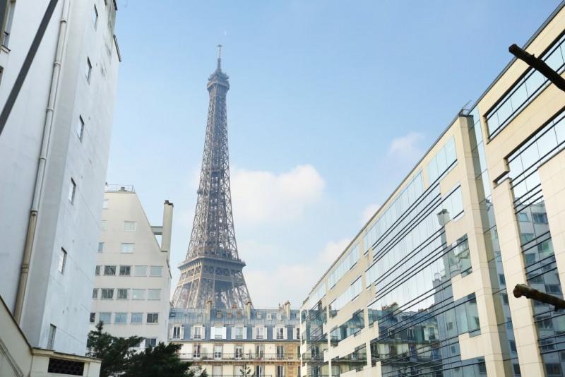 Paris VIIe - Avenue Rapp - Vue magique sur la Tour Eiffel