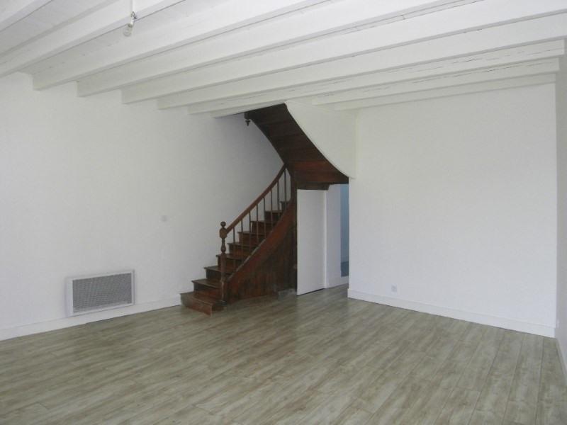 Rental house / villa Cherves richemont 569€ CC - Picture 2