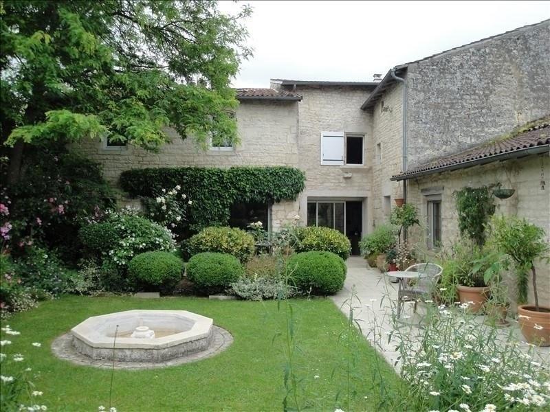 Deluxe sale house / villa Niort 271000€ - Picture 1