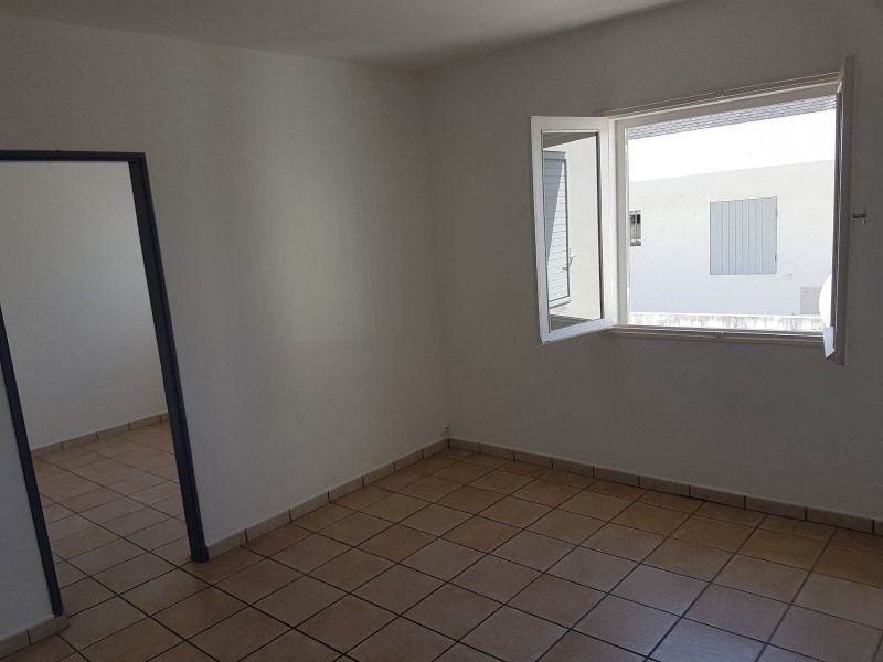 Rental apartment Le tampon 515€ +CH - Picture 2