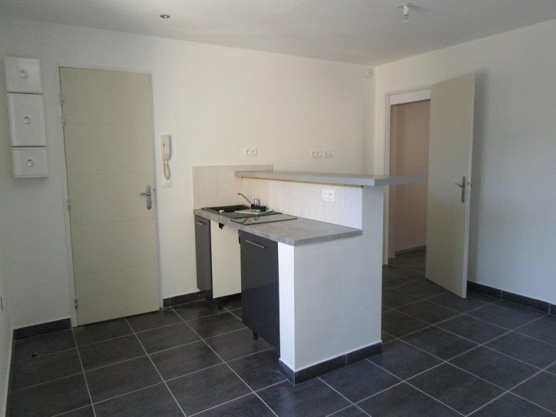 Rental apartment Saint andre les vergers 450€ CC - Picture 2