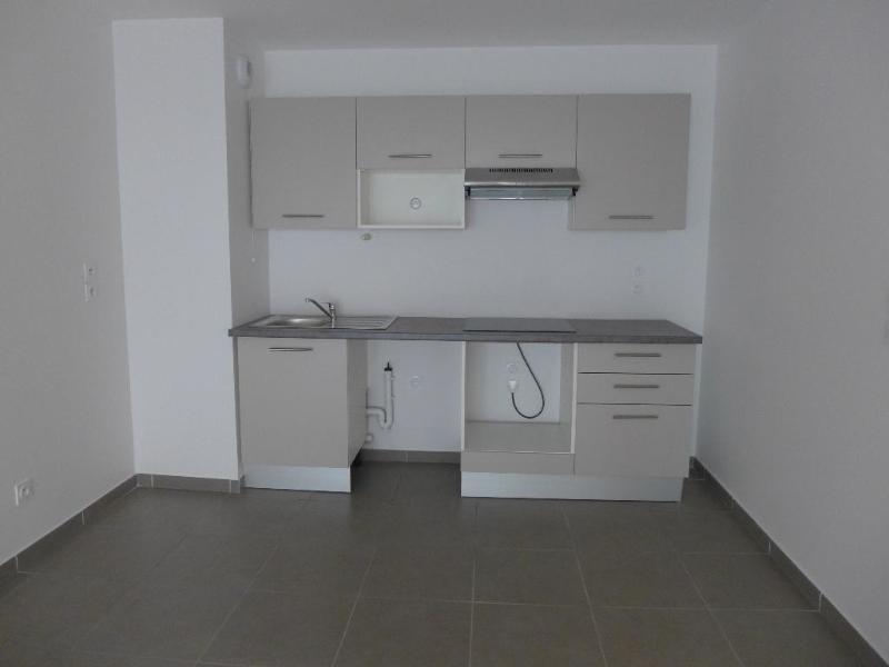 Rental apartment Vernaison 735€ CC - Picture 2