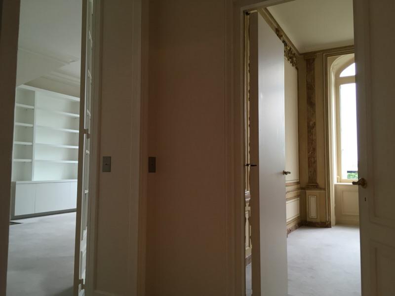 Location appartement Paris 8ème 2180€ CC - Photo 3