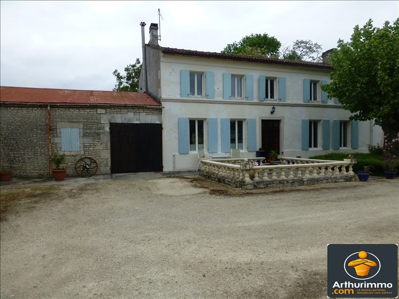Sale house / villa St jean d angely 218200€ - Picture 1
