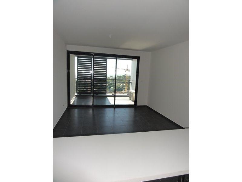Location appartement St denis 579€ CC - Photo 2