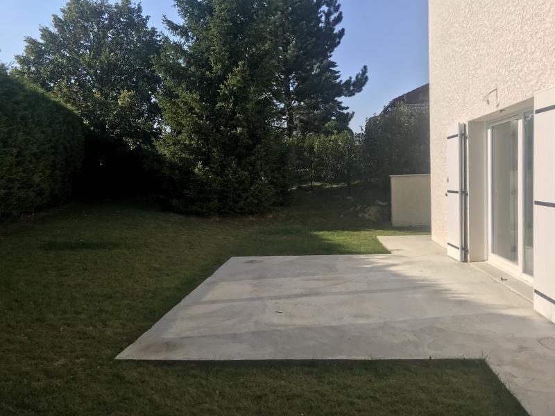 Location maison / villa Estrablin 890€ CC - Photo 3