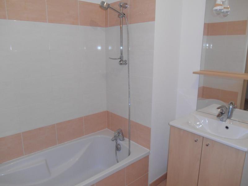 Rental apartment Sainte savine 640€ CC - Picture 6