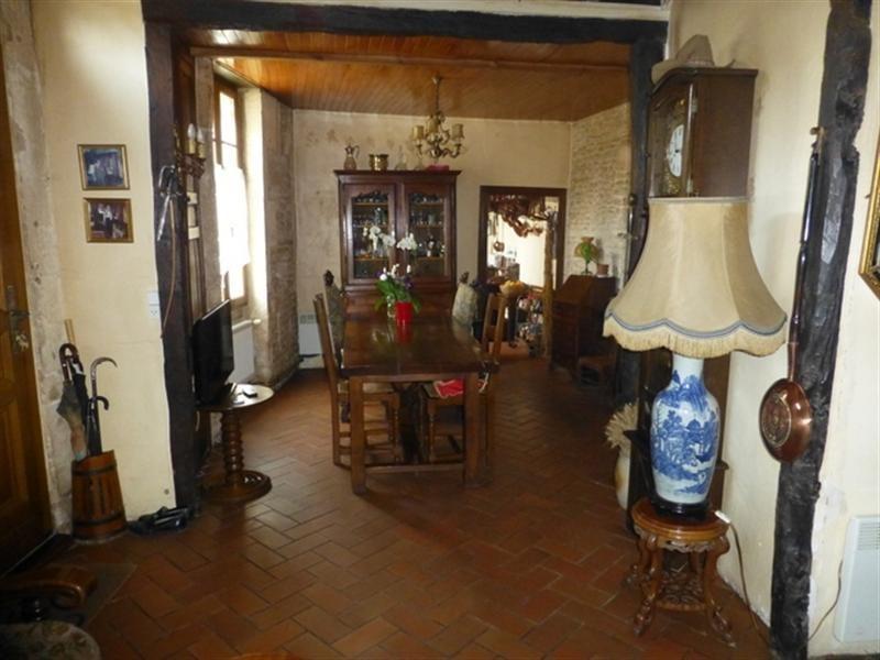 Sale house / villa Saint-jean-d'angély 137500€ - Picture 3