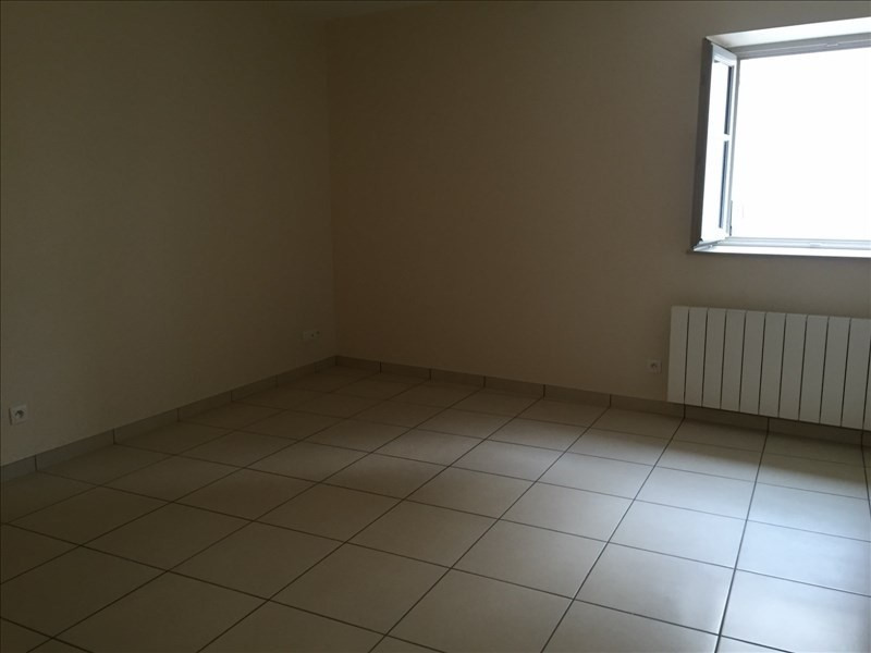 Rental apartment Ste colombe 372€ CC - Picture 2