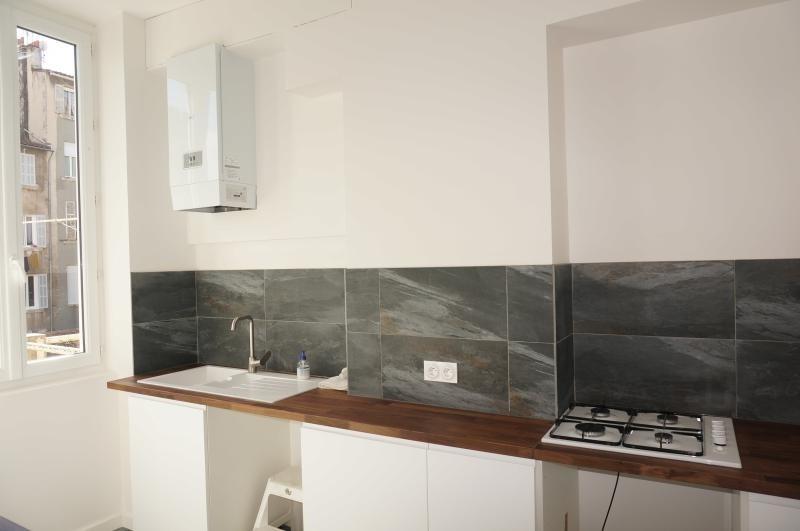 Location appartement Marseille 1er 820€ CC - Photo 3
