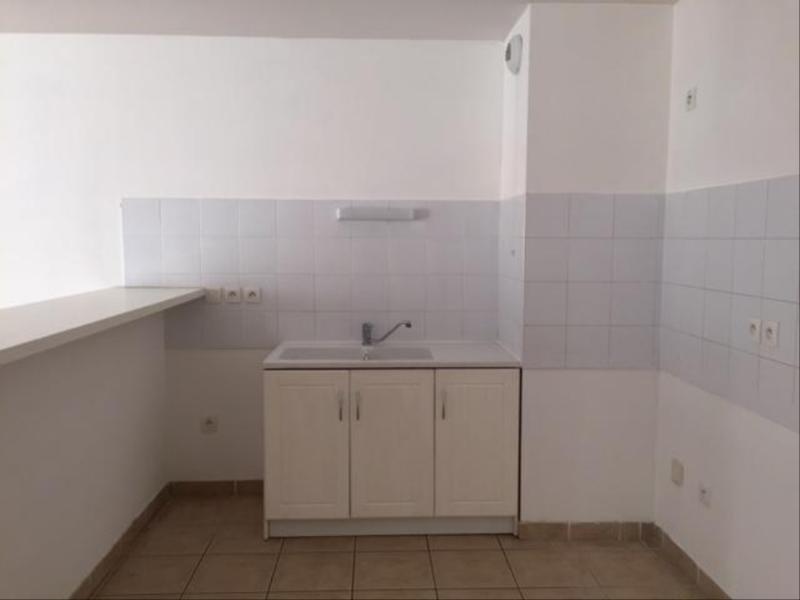 Location appartement Marseille 8ème 878€ CC - Photo 4