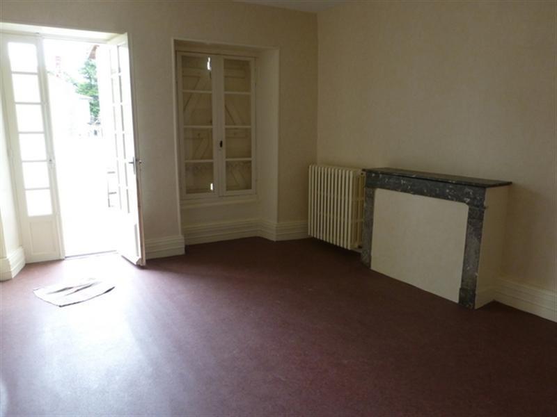 Rental apartment Saint-jean-d'angély 470€ CC - Picture 3
