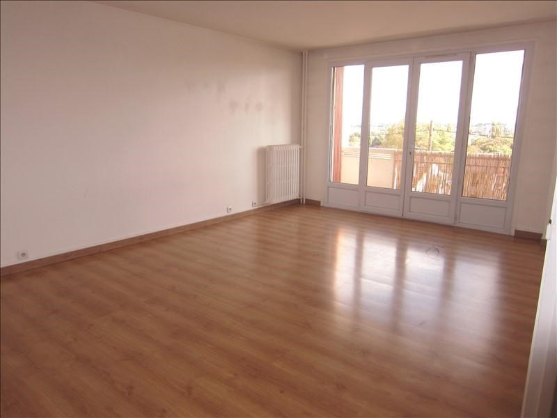 Sale apartment Le mesnil le roi 270 000€ - Picture 2