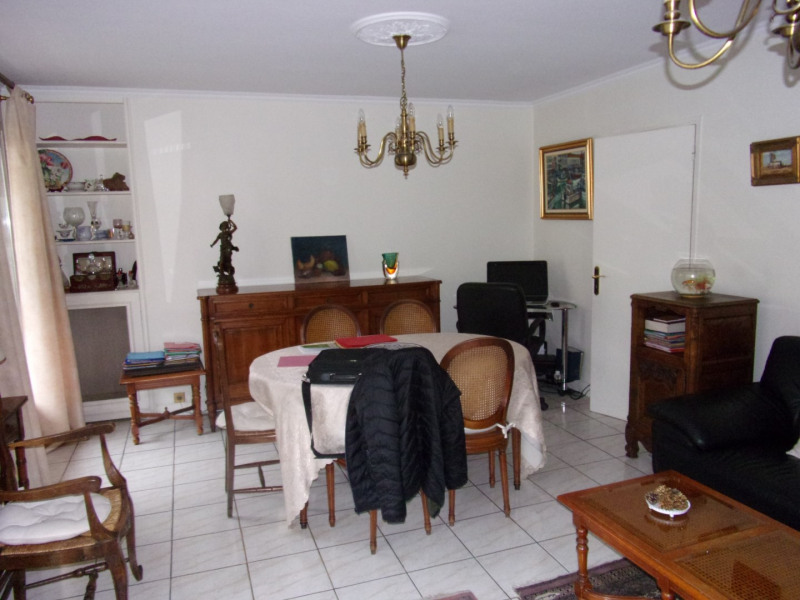 Sale apartment Poissy 325 000€ - Picture 1