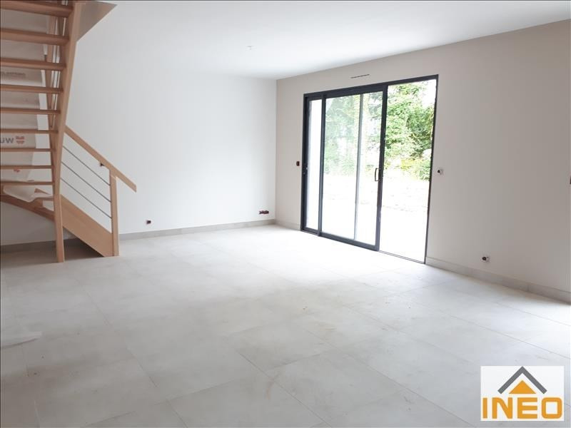 Location maison / villa Melesse 1 010€ CC - Photo 3