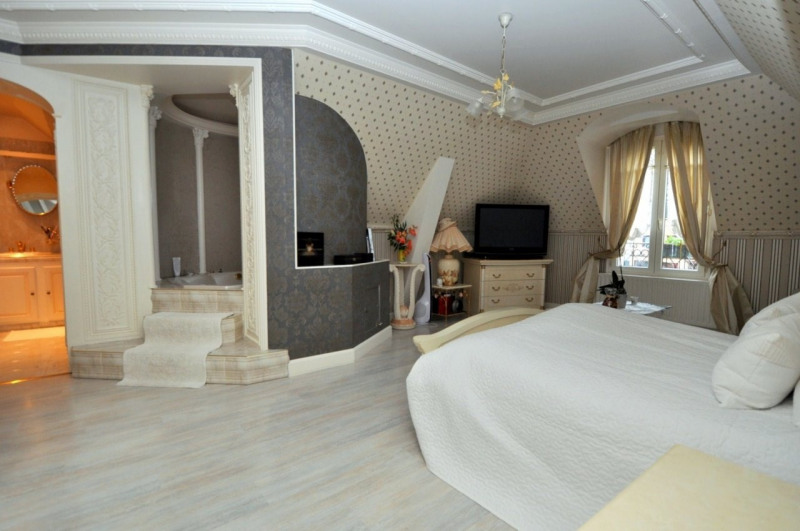 Sale house / villa Le val st germain 695000€ - Picture 10