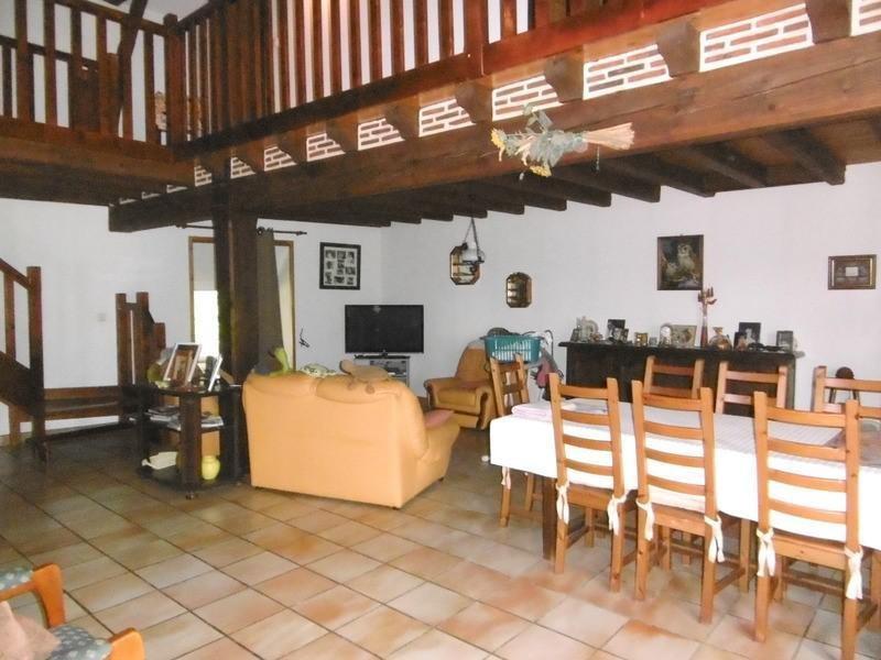 Sale house / villa Chalais 240000€ - Picture 3