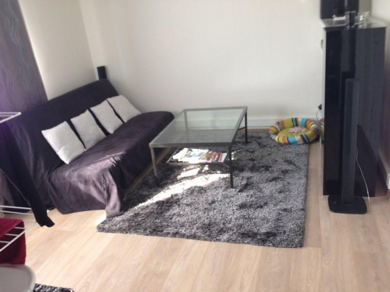 Rental apartment Coignieres 725€ CC - Picture 1