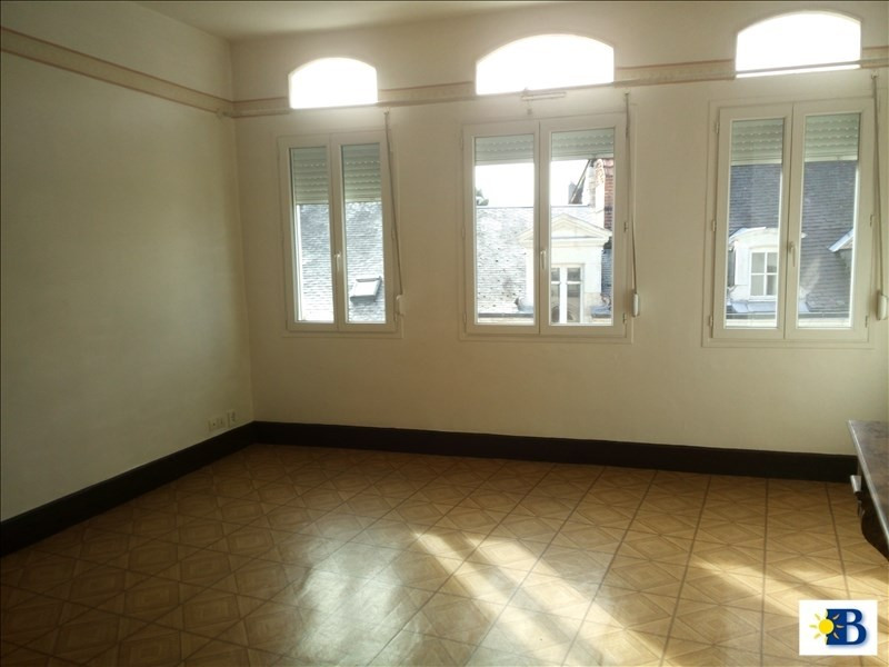 Location appartement Chatellerault 345€ CC - Photo 1