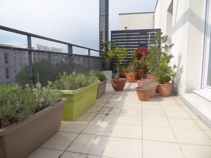 Sale apartment Vaulx en velin 210000€ - Picture 1