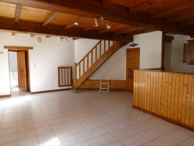 Rental house / villa St jean d angely 550€ CC - Picture 3