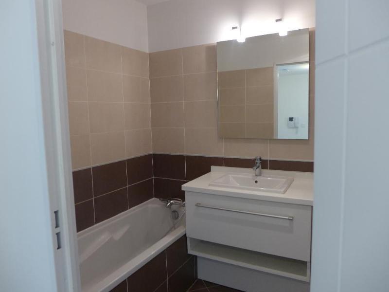 Rental apartment Lyon 8ème 751€ CC - Picture 7