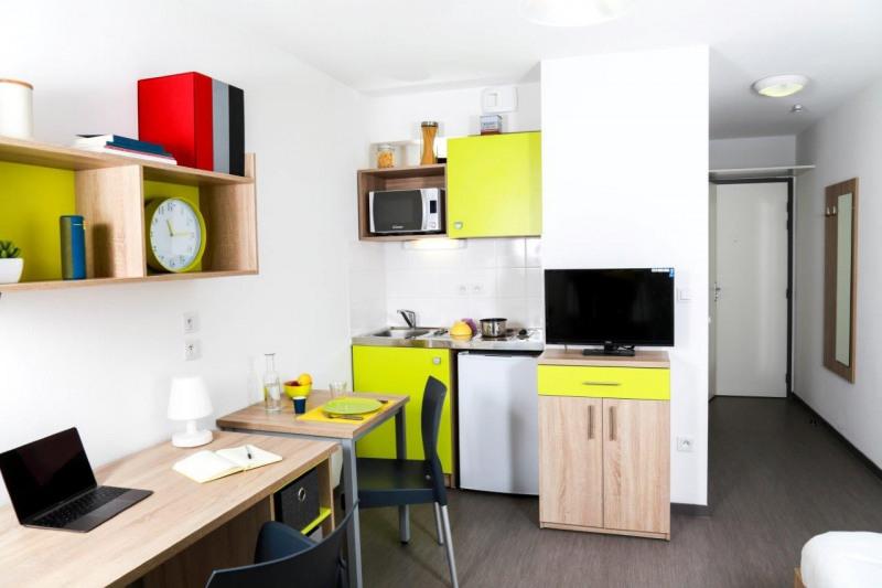 rental studio angers france 18 m2 433. Black Bedroom Furniture Sets. Home Design Ideas