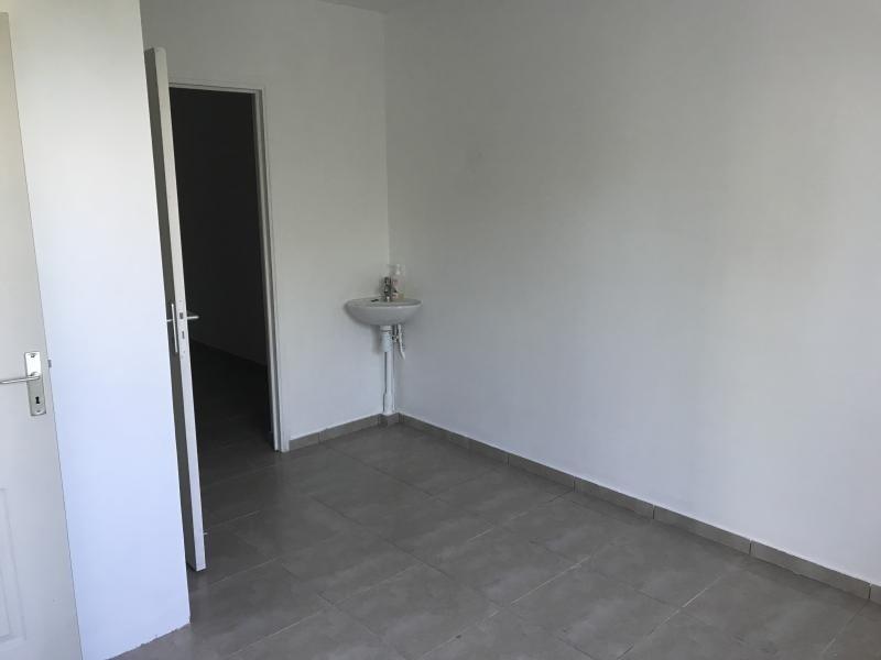 Location local commercial L etang sale 640€ HT/HC - Photo 3