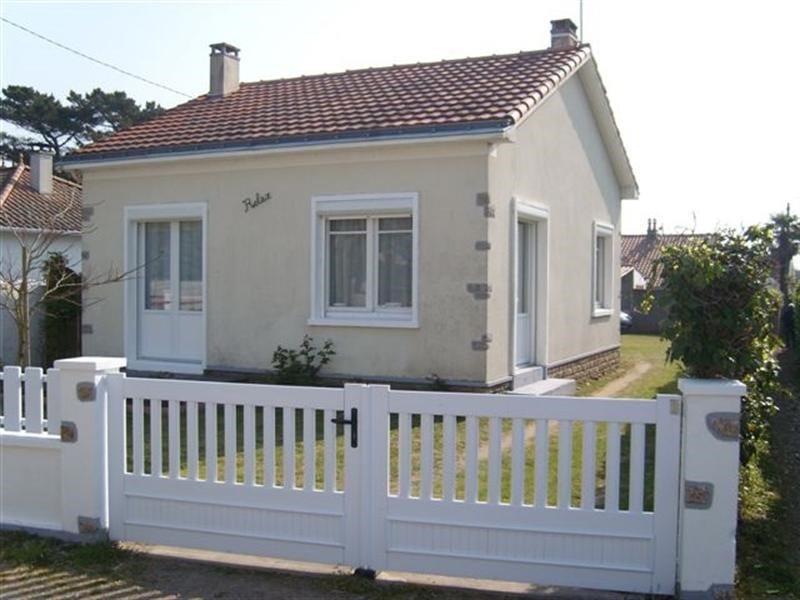 Vacation rental house / villa La plaine sur mer 498€ - Picture 1