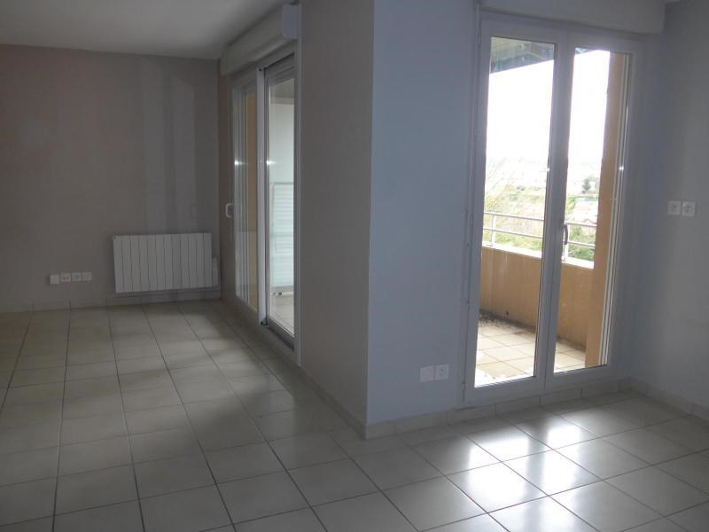 Location appartement Curis au mont d or 745€ CC - Photo 1