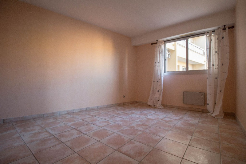 Sale apartment Saint laurent du var 179 000€ - Picture 5