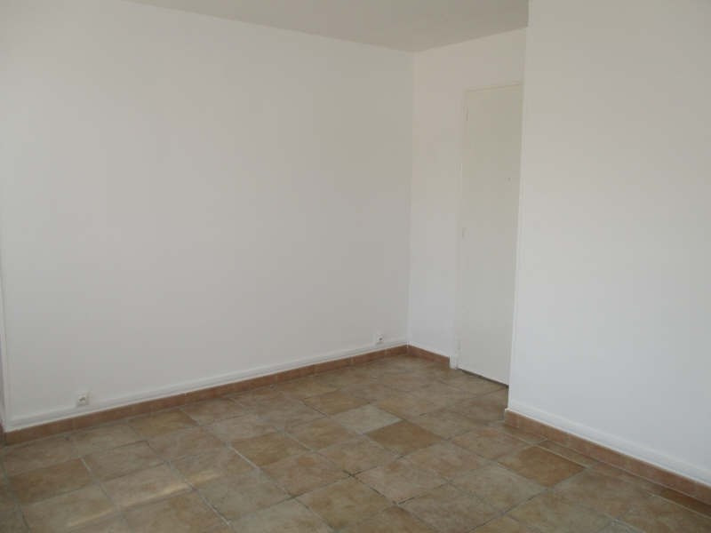 Rental apartment Niimes centre 440€ CC - Picture 2