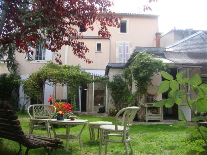 Sale house / villa Saint-jean-d'angély 327050€ - Picture 1