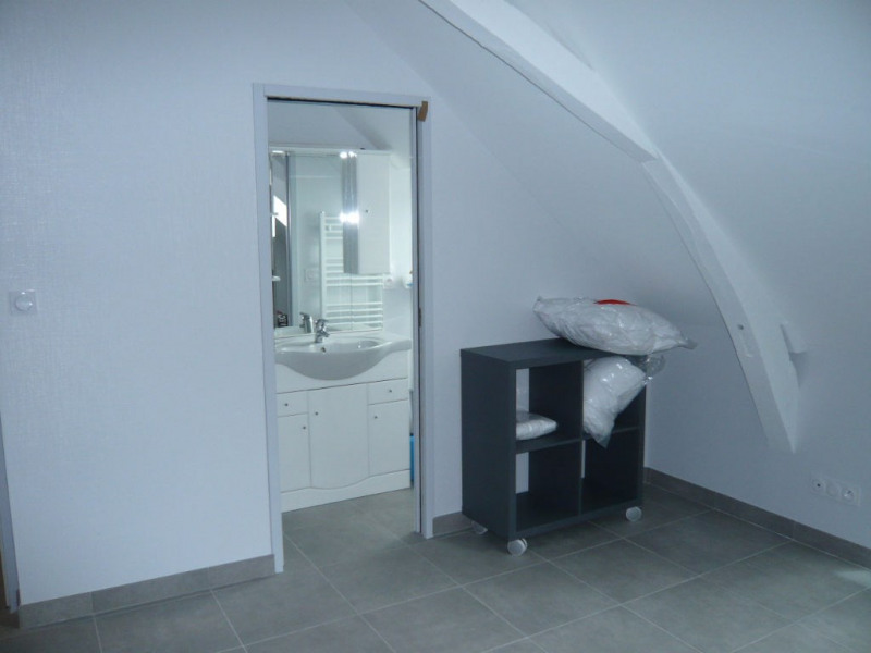 Rental apartment Laval 272€ CC - Picture 2