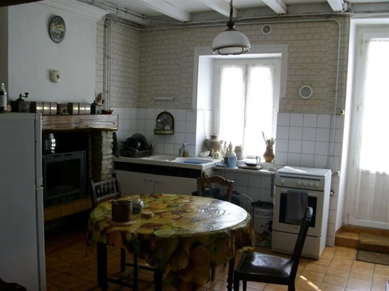 Sale house / villa St jean d angely 112000€ - Picture 2