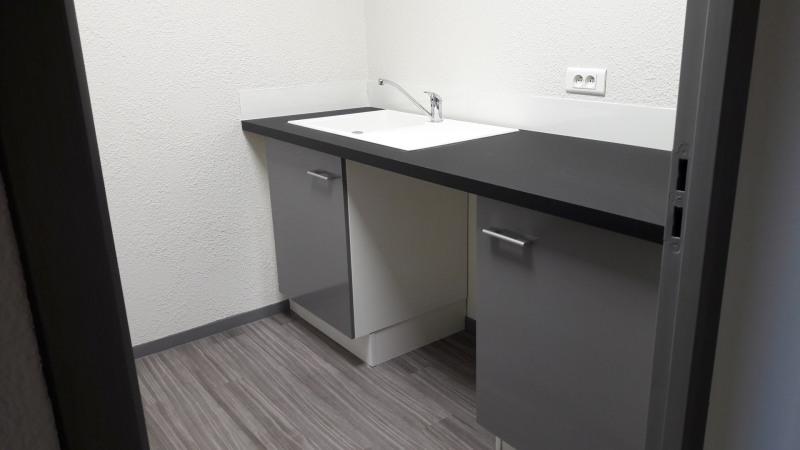 location bureau aubi re 63170 aubi re de 118 m ref 63 0215. Black Bedroom Furniture Sets. Home Design Ideas