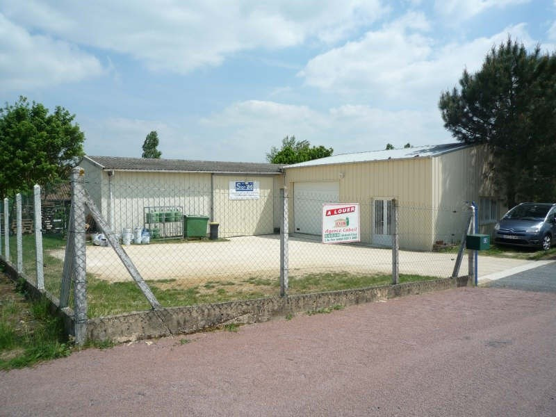 Location local commercial Smarves 690€+chHT -  1
